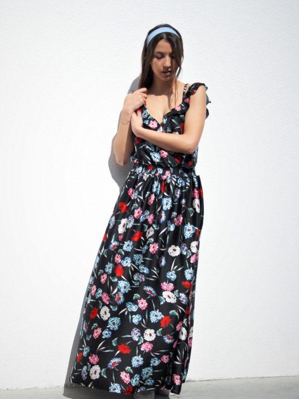 Vestido-Mulher-preto-e-flores.