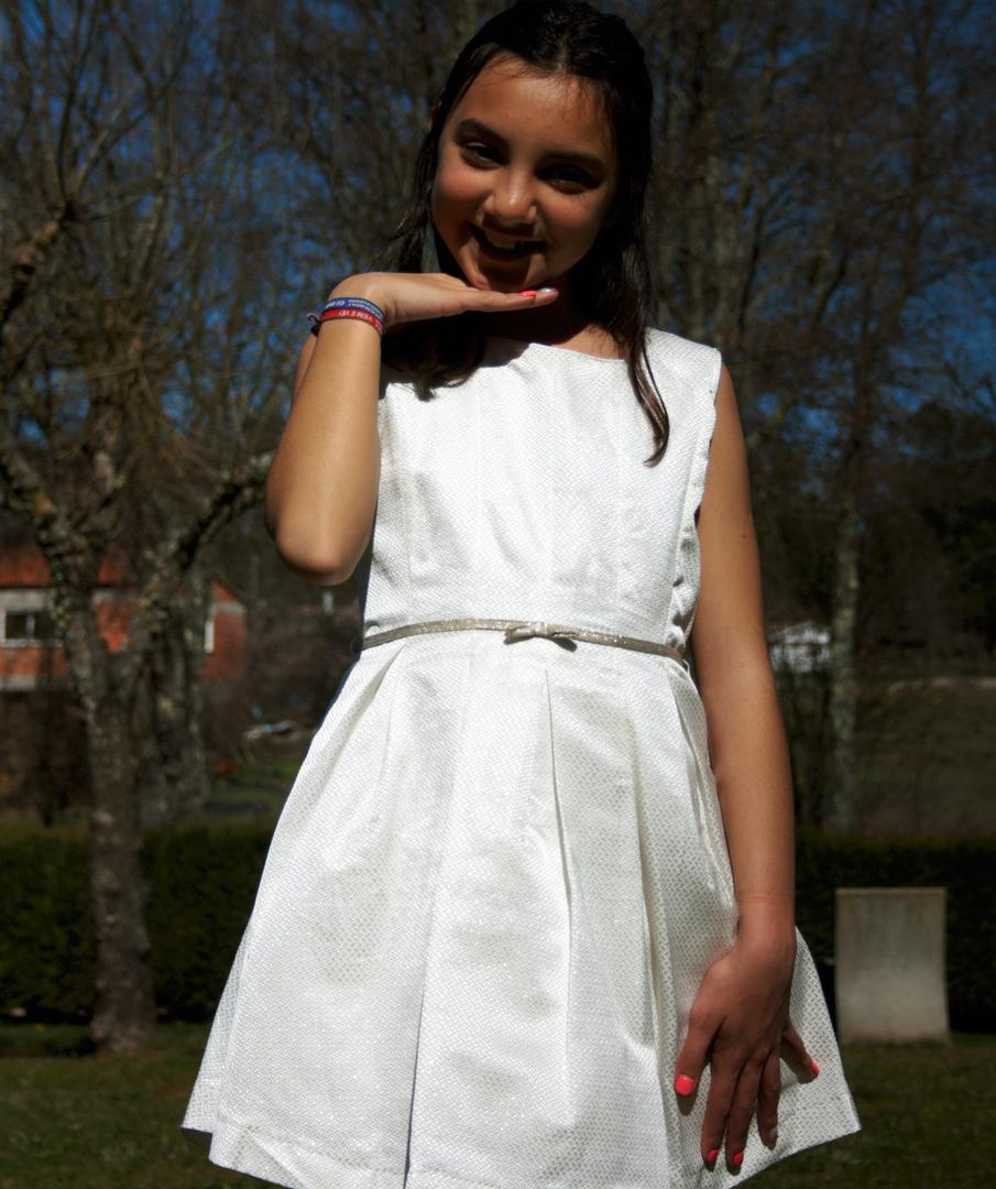Vestido de alças para menina.
